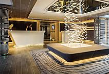 Мега-яхта LE SOLEAL, атриум